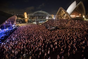 Crowded House play the forecourt in 2016