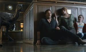Chris Pratt, Bryce Dallas Howard and Isabella Sermon.