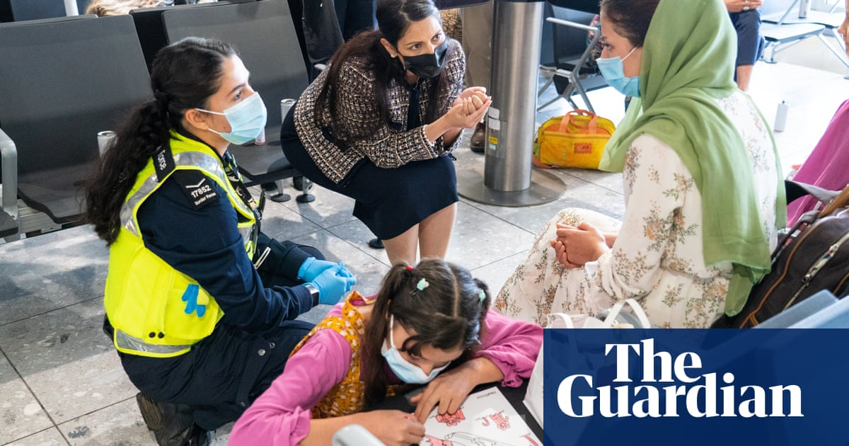 'Chaotic' UK response criticised as Afghan babies wait for milk and donations turned away