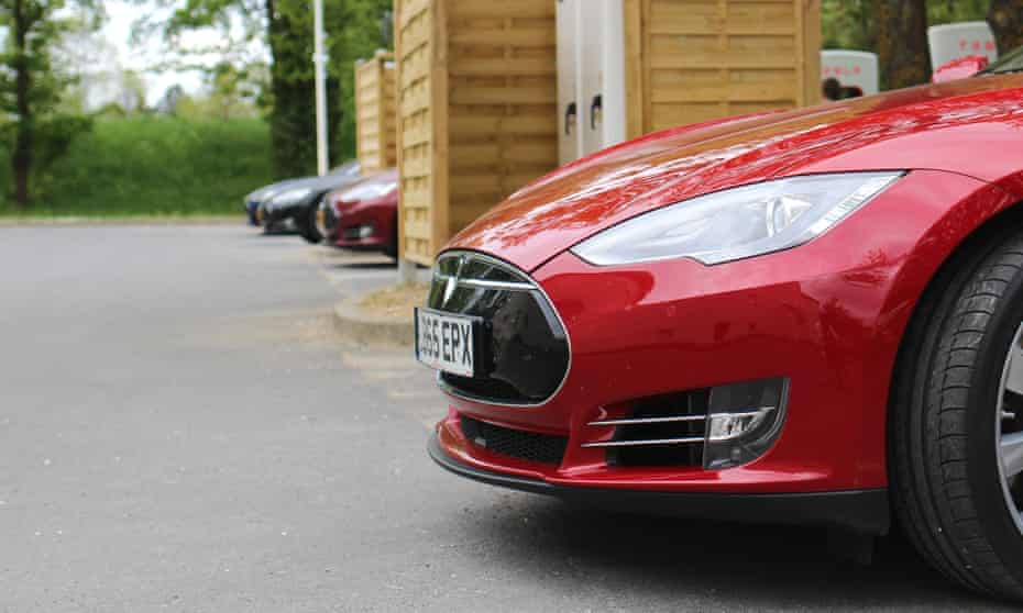 tesla model s on charge at the Senlis Supercharger