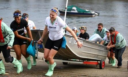 The Cambridge women's crew prepare for the competition.