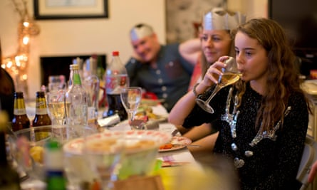 The study's authors have concluded that there is no evidence that parents supplying their teenagers with alcohol prevents problem drinking.