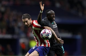 Sime Vrsaljko and Sadio Mane clash.
