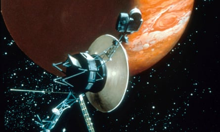 Voyager 1 with camera and antenna trained on Jupiter.