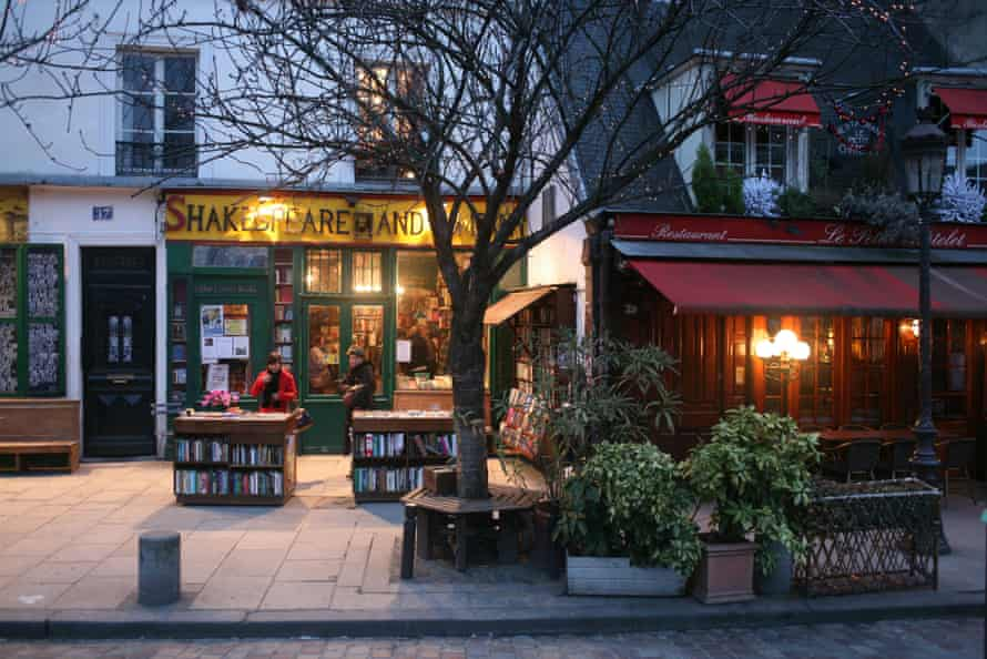 Shakespeare and Company bookshop exterior