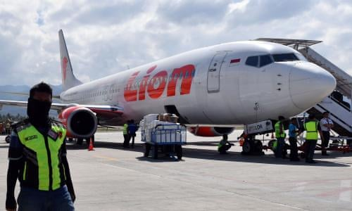 Indonesia plane crash: flight JT610 plunges into waters off