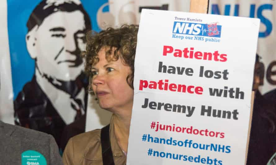 A Christmas rally in London supports junior doctors and NHS students.