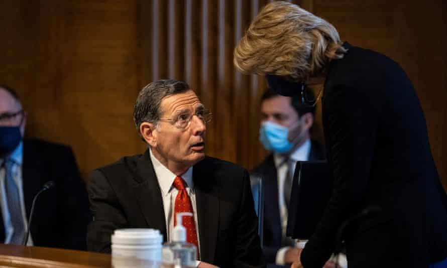 Senator John Barrasso confers with Senator Lisa Murkowski during the hearing.