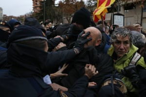 Lleida, Catalonia, Spain. Police officers clash with demonstrators as the area around Lleida museum is cordoned off. People are protesting against the removal of 44 works of art at the centre of a long-running dispute between Catalonia and the neighbouring region of Aragón