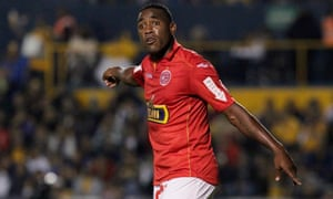 The Juan Aurich striker, Luis Tejada, booted the ball into the stands and left the field after 70 minutes after being the subject of racist abuse from the terraces.