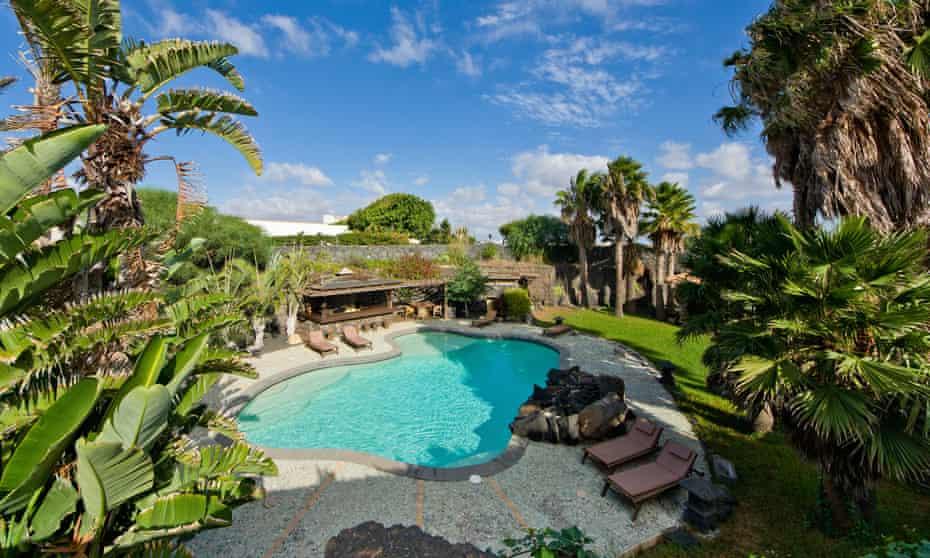 Casa Tomaren, in the centre of Lanzarote, consists of eight villas around a tropical sunken garden with pool