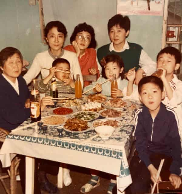 A dinner in Hefei with grandmother, aunts and cousins around 1990.