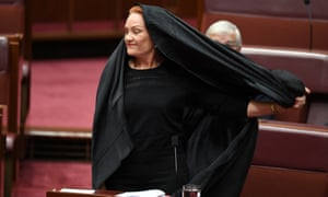 Pauline Hanson takes off a burqa during question time