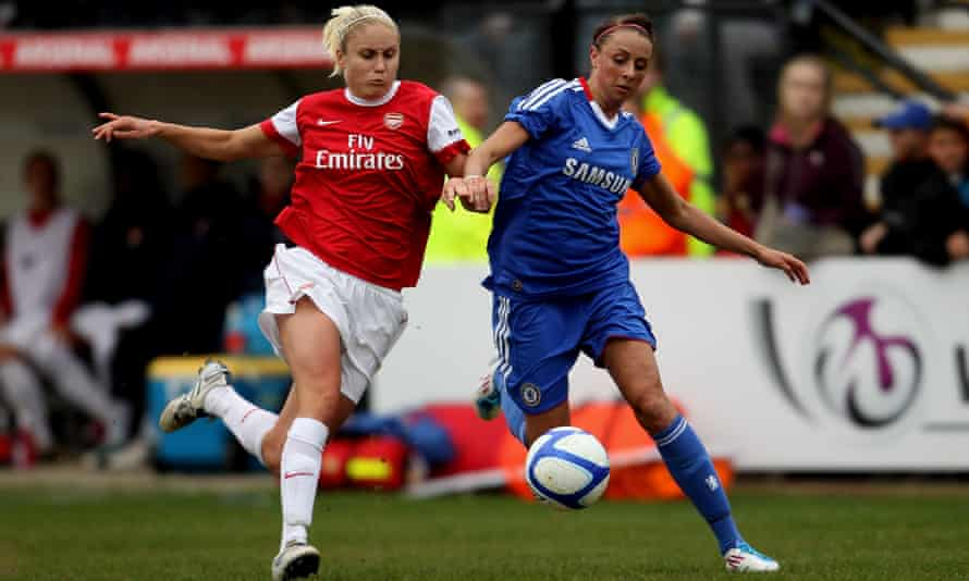 Ashlee Hincks of Chelsea (right) up against Steph Houghton of Arsenal during the inaugural FA Women's Super League match on 13 April 2011