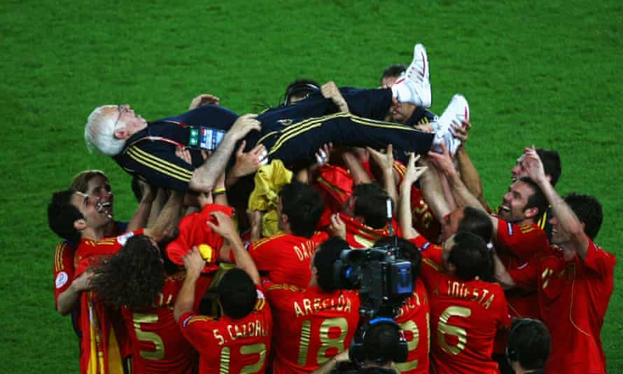 Spanish coach Luis Aragones is lifted by Spanish players following their victory over Germany in the Euro 2008 final.
