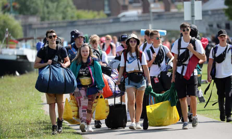 People head for the Reading Festival in 2019.