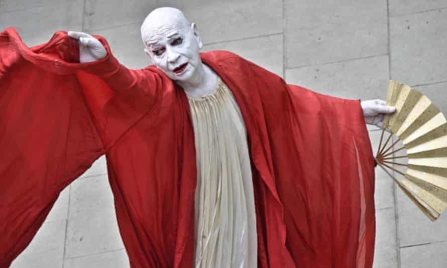 Lindsay Kemp performing in Kemp Dreams Kabuki Courtesans in Florence, Italy, in 2017.