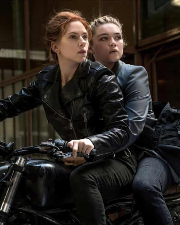 Scarlett Johansson and Florence Pugh as sisters in Black Widow