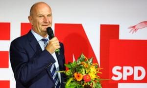 Dietmar Woidke holds a bouquet