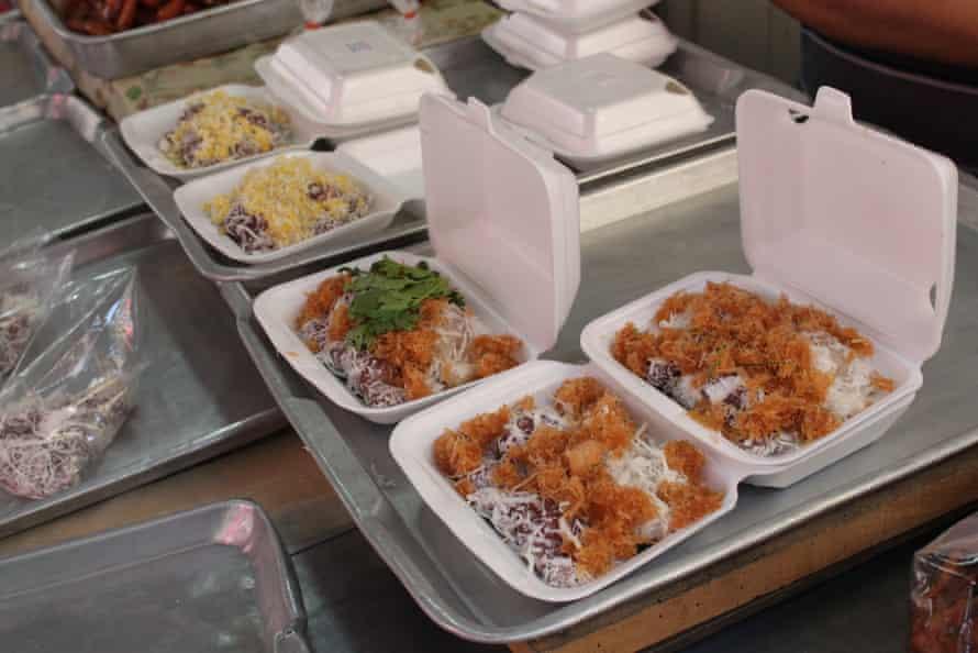 Boxes of tua pap at Mae Somjit stall