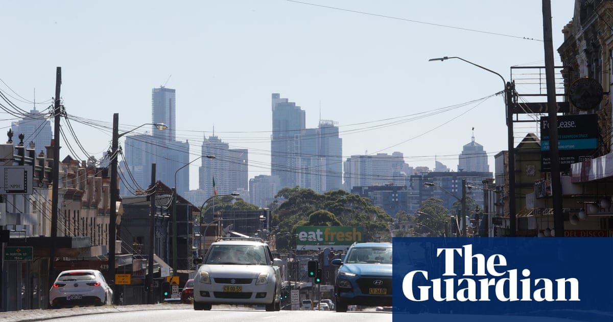 Record run of warm weather for Sydney as Australia sees above average temperatures