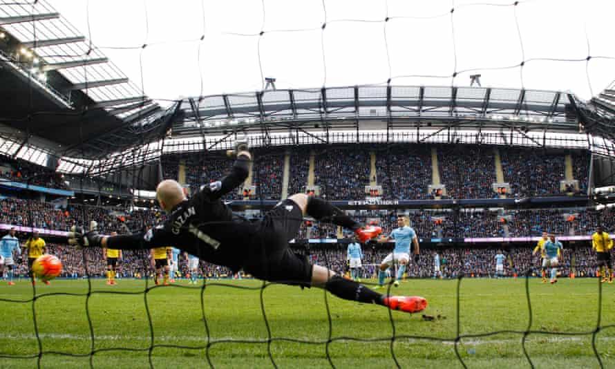 Sergio Agüero misses a penalty.