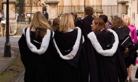 Female graduates at Oxford.