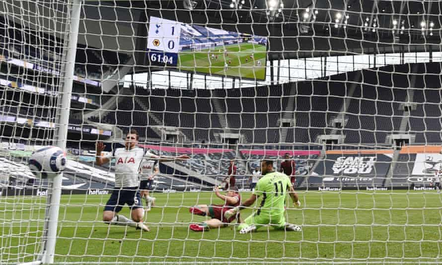 Pierre-Emile Højbjerg doubles Tottenham's lead