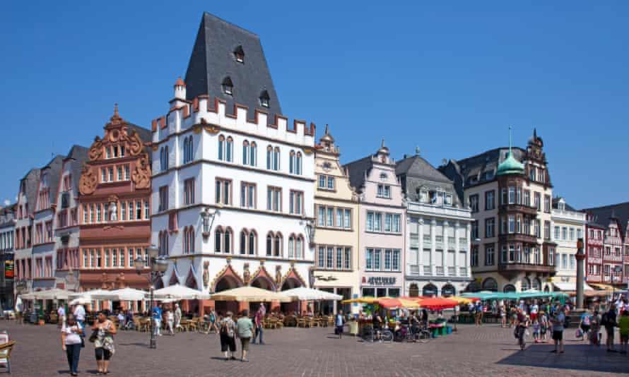 Ratskeller restaurant and historic houses, Trier