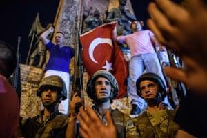 Supporters of president Recep Tayyip Erdoğan gather in Taksim square