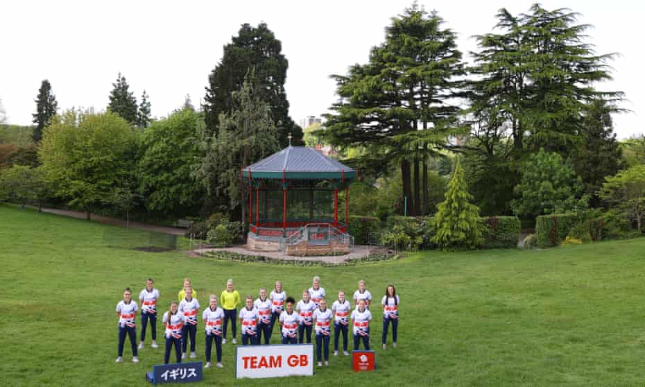 Team GB pose in front of a Japanese-style pagoda in, um, Birmingham.