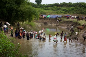 Rohingya people cross Bangladesh Myanmar border and taking shelter in no-man's land in Gumdum area in Cox's Bazar, Bangladesh on August 28, 2017