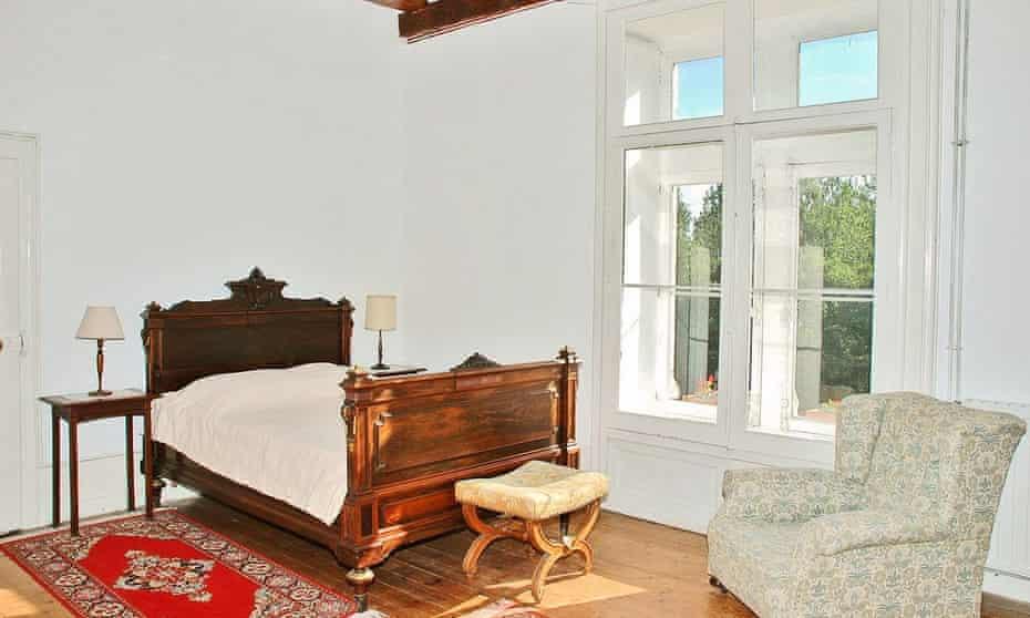 Bedroom at chateau du breuil, France