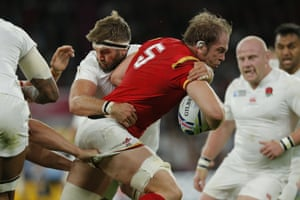 Alan Wyn Jones surges forward as Wales look to extend their lead