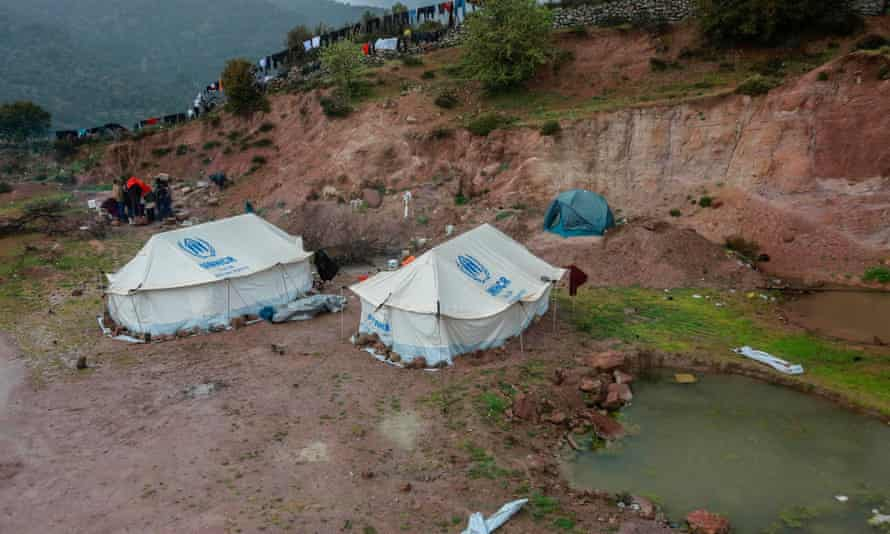 Migrants quarantined in tents on Lesbos