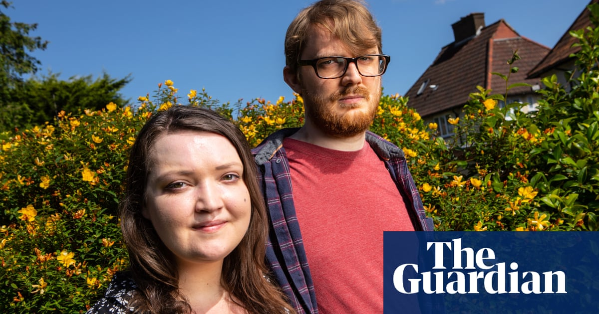 'It's just frustrating': the UK couples hit by vaccine disparity