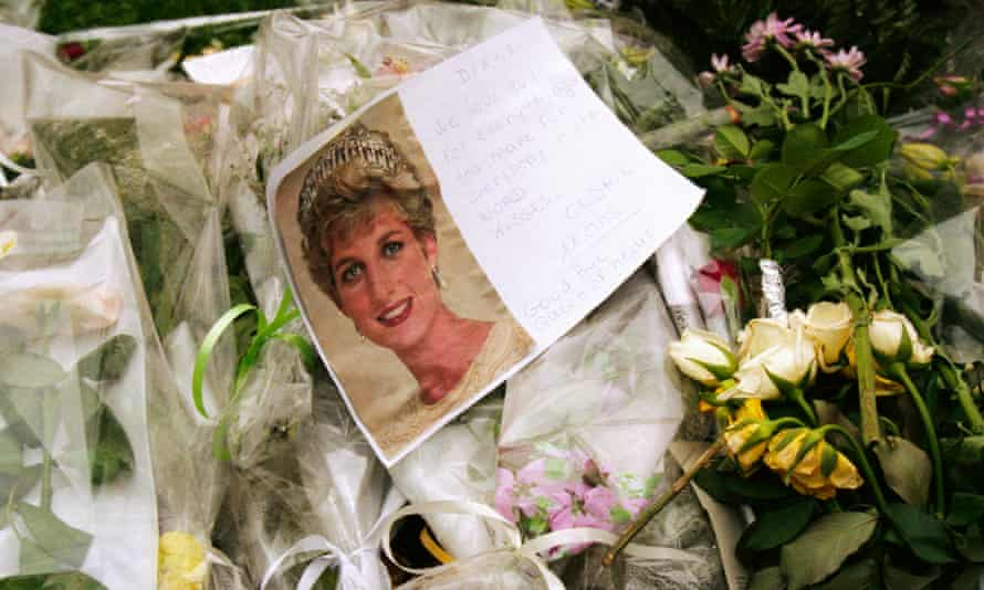 Floral tributes to Diana, Princess of Wales in Paris after her death in 1997