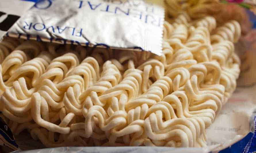uncooked dry instant ramen noodlesD9R064 uncooked dry instant ramen noodles