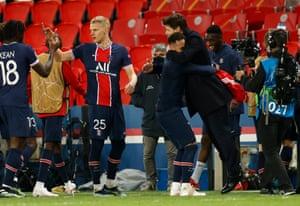 A celebratory hug for Neymar and Mauricio Pochettino.