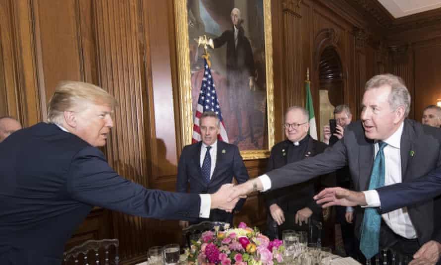 Kim Darroch shakes hands with Donald Trump, 2018.
