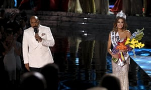 Steve Harvey: 'OK, folks. Uh...there's... I have to apologize.'