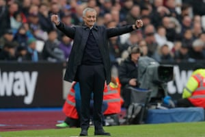 Tottenham Hotspur's new manager Jose Mourinho celebrates Kane's goal.