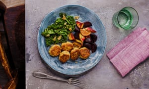 Fishcakes and vegetables.