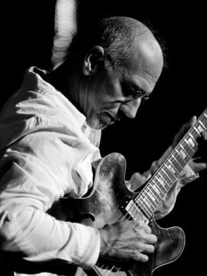 Larry Carlton, who worked on the original album, will play at Pilgrimer's premiere.