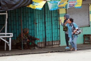 A soldier involved in an exchange with fleeing citizens in Marawi