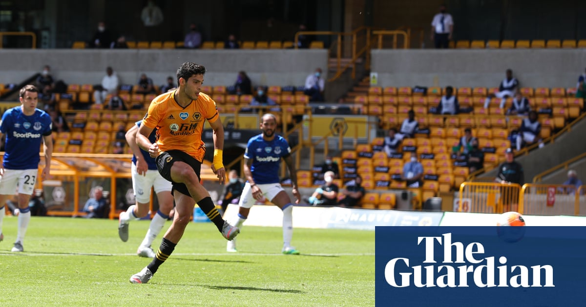 Raúl Jiménez boosts Wolves European hopes and sinks sorry Everton