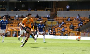 Raúl Jiménez opens the scoring from the penalty spot and Wolves didn't look back to claim a much-needed victory over Everton.