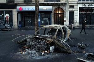 A burnt-out car near the Arc de Triomphe