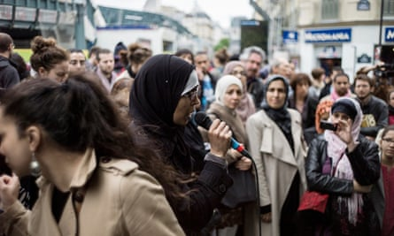Women demonstrate in Paris in 2013 over the right of veiled parents to take their children to school. There is no law in France banning mothers in headscarves from accompanying school trips