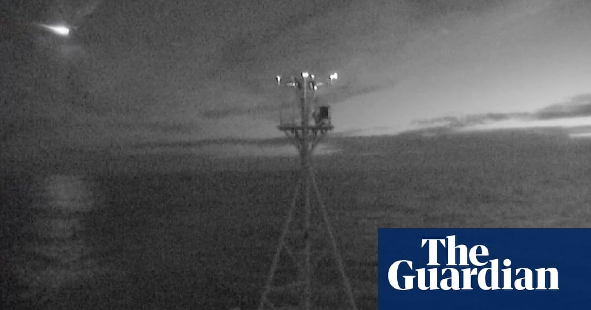 CSIRO ship captures meteor breaking up off Tasmanian coast – video – The Guardian